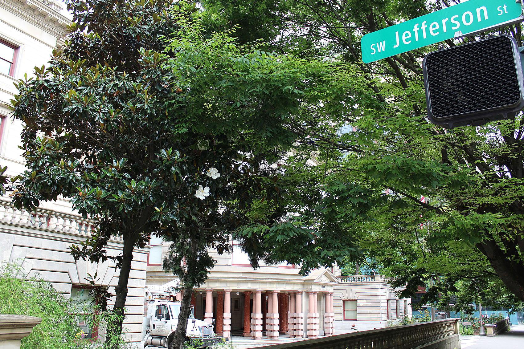 Portland City Hall behind a Jefferson street sign