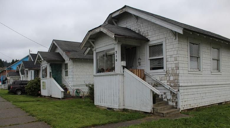 downtrodden houses in Coos Bay