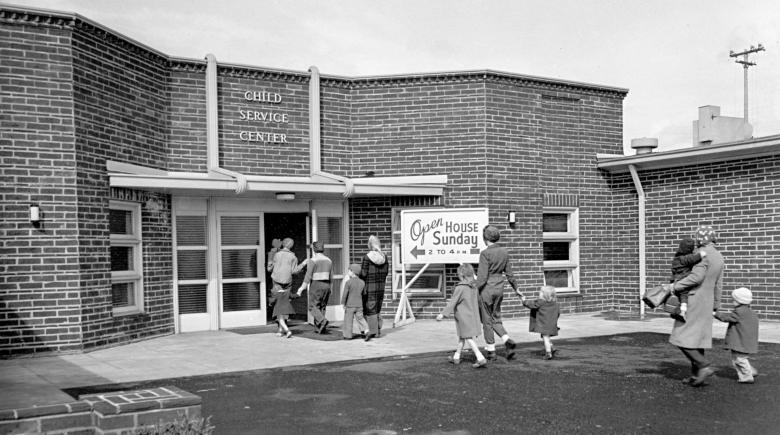 Photo showing children walking into Kaiser shipyard daycare during World War II